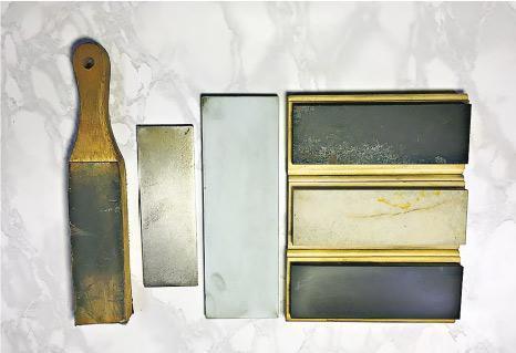 磨刀石——各式各樣的磨刀石由成分不一的石粉組合,燒成磚狀而成。(受訪者提供)