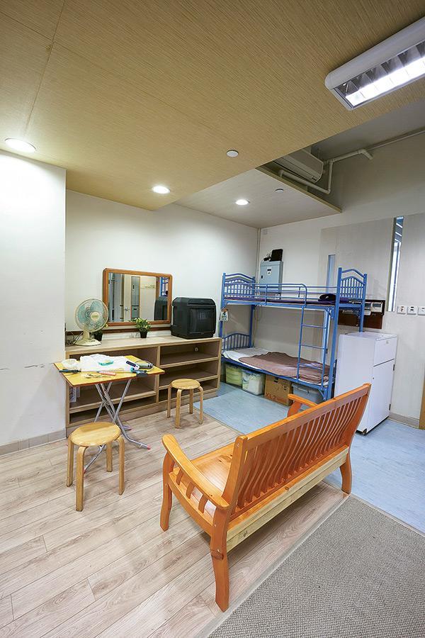 書院提升了硬件設施,其中模擬家居和浴室的環境和佈置,讓學員體驗在家居跟在院舍提供長者照顧服務的分別。