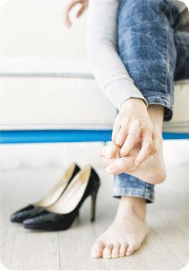 避免過窄——穿上太窄的鞋,或會壓傷腳趾,容易受真菌感染。盡量避免每日穿同一對鞋,最好隔數日才穿。(RyanKing999@iStockphoto)