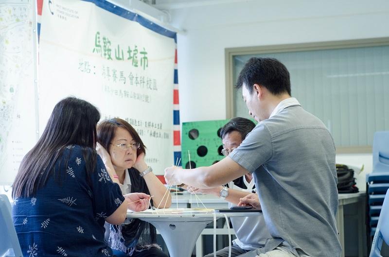 「社會創新工作坊」參加者透過意粉搭建最高的塔,從中體驗實踐社會創新的設計思維。