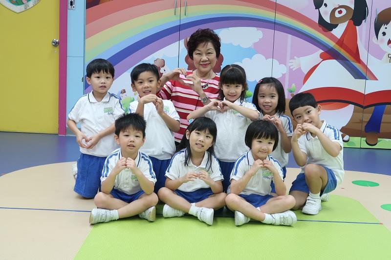 香港非牟利幼稚園聯會主席、愛群道浸信會呂郭碧鳳幼稚園校長盧愛蘭