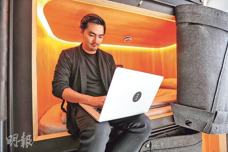 營造空間共同創辦人廖醇祖也是首席體驗官,由智能睡牀SLPer到眠舍首店,他都是主要設計者。(攝影 李紹昌)
