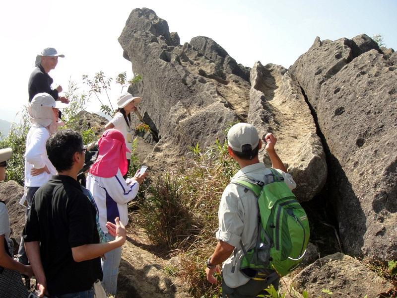 要將沉悶難懂的岩石理論解說得生動有趣,是地質公園導賞員的工作挑戰之一。