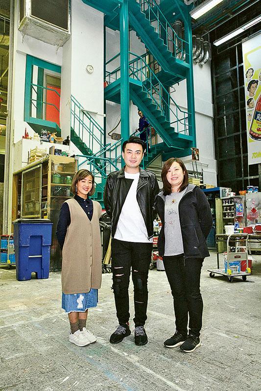 右起:香港演藝學院舞台及製作藝術精研課程統籌盧樂然、學員鄧朗彥及畢業生李蔚心。