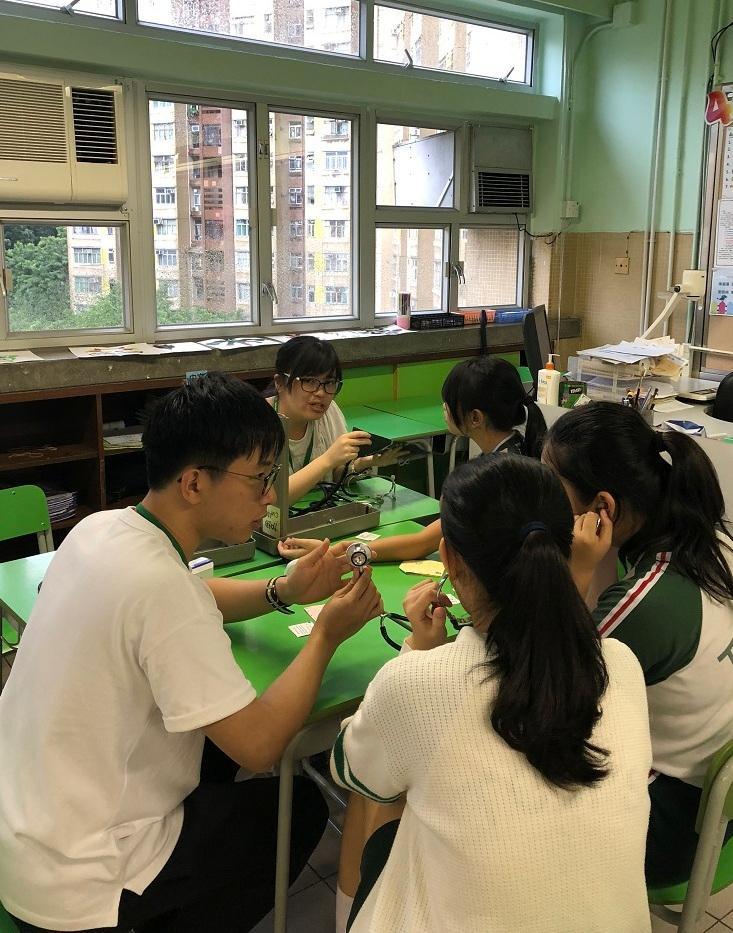 同學到其他學校參與健康推廣活動。