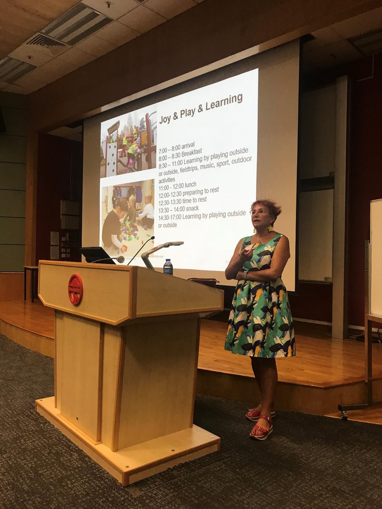 LIFE邀請赫爾辛基大學的Nina Sajaniemi教授,與同學作專業分享,介紹赫爾辛基幼兒自由遊戲的概念。(相片由 LIFE 提供)