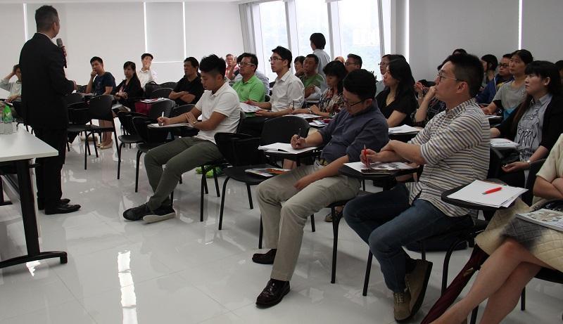CRE考生可參加相關備試班,以了解考試模式、不同題型的解題方法及操練模擬試題。(相片由香港青年協會持續進修中心提供)
