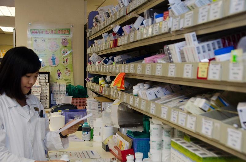 面對藥物推陳出新、藥房運作及配藥程序的優化等,藥劑師需強化專業層面知識,以應付工作所需。(相片由香港大學李嘉誠醫學院提供)
