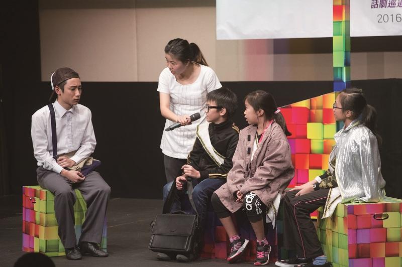 戲劇教育工作者可透過演藝活動,訓練年輕人的軟技巧、建立自信,對他們日後成長有一定幫助。(圖由受訪者提供)