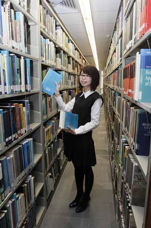 郭芷菱笑言,修讀圖書館相關課程及從事相關工作,改變了個人的性格特質,由粗心大意變得細心,學會留意細節,做事也更講求編排和組織。(相片由受訪者提供)