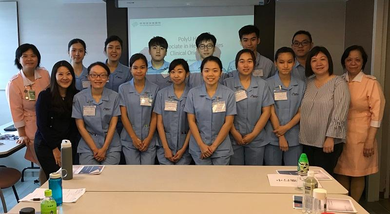 香港專上學院講師及課程統籌 (健康學副學士)吳姿鋌 (前排左一) 帶領一眾學生到醫院進行臨牀學習。