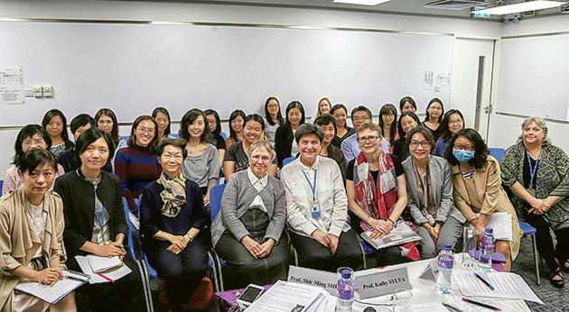為了讓學生接觸國際幼教的最新發展,學院邀請不同國籍的教授及講師,將世界各地不同的教學法呈現在學生眼前。