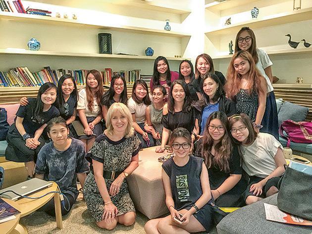 「幼兒教育(榮譽) 學士學位」課程設16星期的實習體驗及10星期的幼教專題研究,加強學生在特殊教育、語文等方面的培訓。
