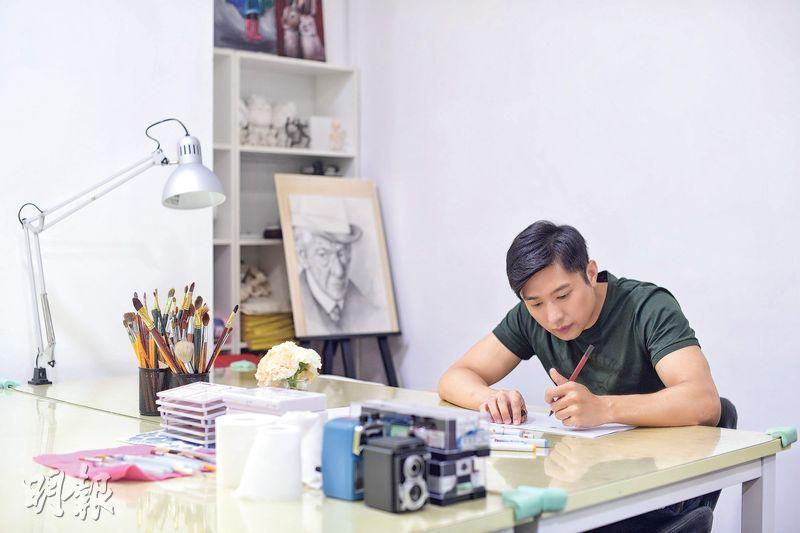 李偉健因演出處境劇《愛·回家之開心速遞》而為人熟悉,很多人卻不知道,他入娛樂圈前原來是個全職漫畫家。(鄧宗弘攝)