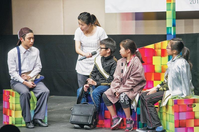 演戲本身具有宣泄情緒的作用,而戲劇教育是透過排戲、撰寫劇本等形式,有助施教者靈活運用在教學、教育等不同層面。