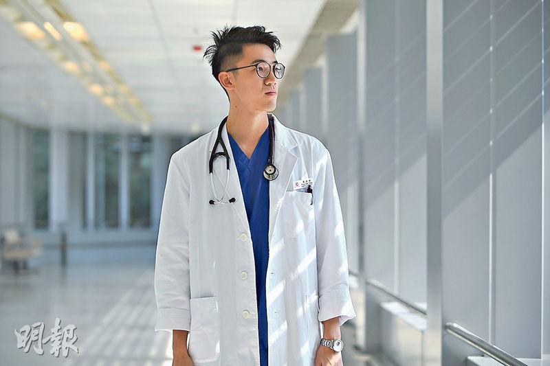 黃遠倬(圖)喜歡與病人聊天,盼日後成為精神科專科醫生,回想讀醫初衷,他「希望大家有健康的身體,見證美好的世界」,如今發現社會病了,就嘗試走多一步,落區為社會斷症治病。(賴俊傑攝)