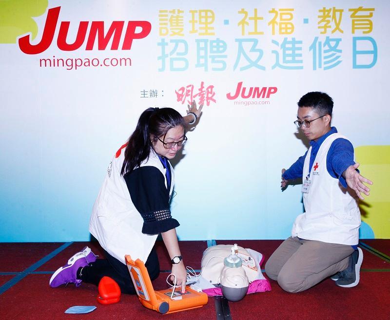 已圓滿舉行的「JUMP 護理‧社褔‧教育招聘及進修日」,參加者除了細聽專題講座之餘,更向心儀參展機構攤位即場申請職位、接受面試,以掌握最新的入職和進修行情。