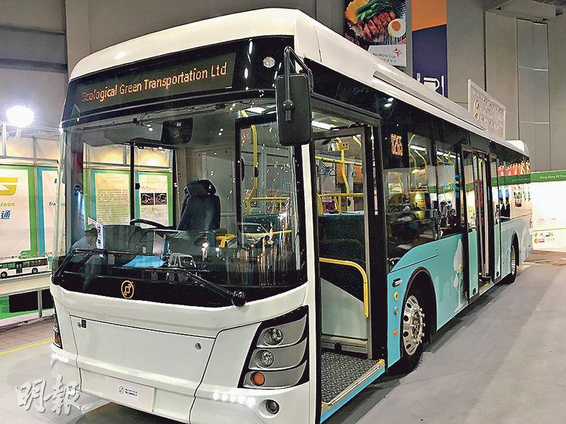 由香港設計的電動巴士每輛成本約200萬元,於杭州組裝,已通過歐盟認證,料最快明年3月通過運輸署的車輛類型評定(Vehicle Type Approval),目前正與本港專營巴士公司洽商。(林穎茵攝)