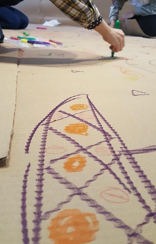 藝術治療在歐美國家已被廣泛運用於醫療精神健康與教育等界別中,它是透過藝術創作介入的一種藝術心理治療。圖為藝術治療體驗工作坊課堂剪影。