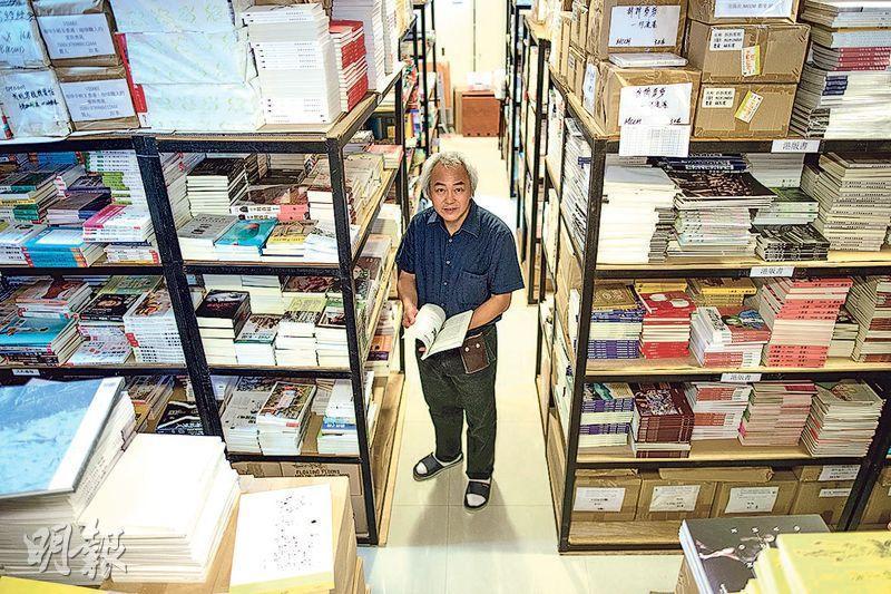 站在十字路口,里人文化老闆陳國華(圖)仍在尋找新發展方向,盼嘗試一些出版試驗,改變陷入低迷的書業,啟發更多同路人有新嘗試。(鍾林枝攝)