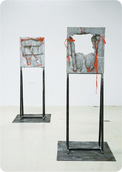 水泥救生衣——在《無題的解剖結構》中,陸浩明從水泥救生衣讀到古羅馬歷史。(South Ho提供)