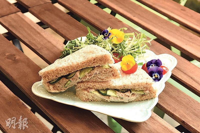 自製三文治——營養師推介,以麥方包配上蔬菜及雞蛋或水浸吞拿魚作三文治,低脂有益。(資料圖片)
