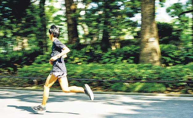 100公里超馬賽事除了講求耐力,速度亦很重要,所以鮮輝說自己也要繼續提升馬拉松的完成時間。(Jaybird提供)