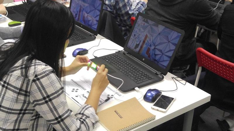 工欲善其事,必先利其器。STEM 教育工作者應增強對相關教具和設備的認識,如掌握 3D 打印機、3D 繪圖筆、電子積木等操作技巧,以輔助 STEM 教學活動。