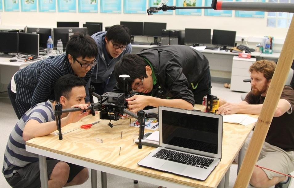 學員藉參加無人機製造比賽「DJI Developer Challenge」,汲取實戰經驗。