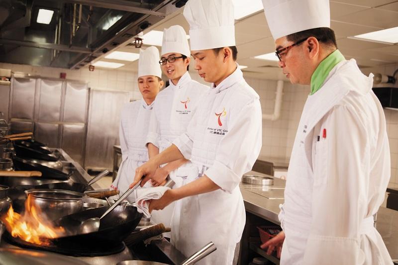 力不到不為「才」,要成為出色的廚師,必須經過磨練,學好基本功是第一環。