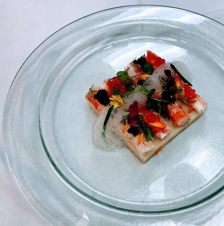 這道Snow crab salad用上新鮮且色彩鮮艷的食材,加上一層泡沫,造型既吸睛亦刺激食慾。
