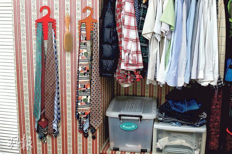 善用空間——梁瑞堂說香港人的衣櫃空間有限,衣物可懸掛、摺疊或用不同收納工具。(呂瑋宗攝)