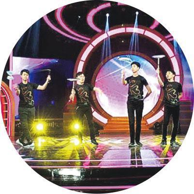 台灣演出——CBO在2018年獲邀赴台《綜藝菲常讚》表演,被節目形容為來自香港的顏值和挑戰爆爆爆,身為港人聽了心裏怎不甜絲絲。(受訪者提供)