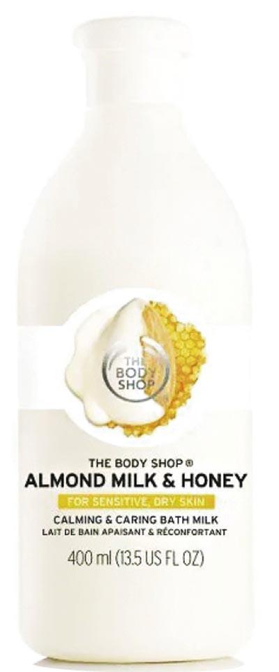 The Body Shop 杏仁奶蜂蜜身體浸浴乳﹕適合乾燥敏感肌,蘊含西班牙阿利坎特地區的社群貿易杏仁油,以及埃塞俄比亞的社群貿易蜂蜜,據稱溫和潔淨肌膚的同時,能紓緩及減輕肌膚繃緊的情况,並維持肌膚天然的水分屏障。$139/400ml(品牌提供)