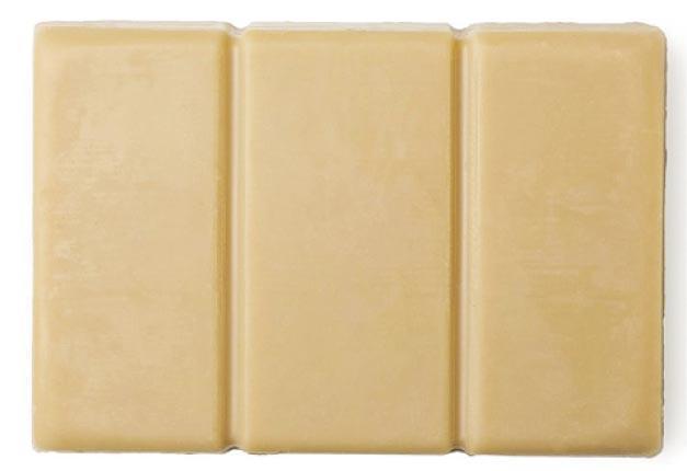 Lush日光浴防曬芭﹕於沐浴時使用的固體防曬芭,防曬系數SPF 30,可於濕潤的肌膚上均勻塗抹,據稱具備防曬保護;當中蘊含的有機芝麻油和可可脂成分,據稱能滋養皮膚。$165/100g(品牌提供)