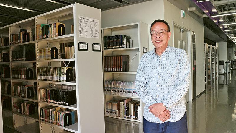 珠海學院新聞及傳播學系課程主任關偉教授
