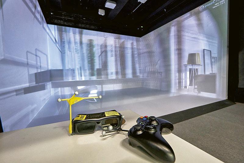資訊科學系開發了VR虛擬實境教學系統,可供不同課程的學生學習使用,提升教學效果。