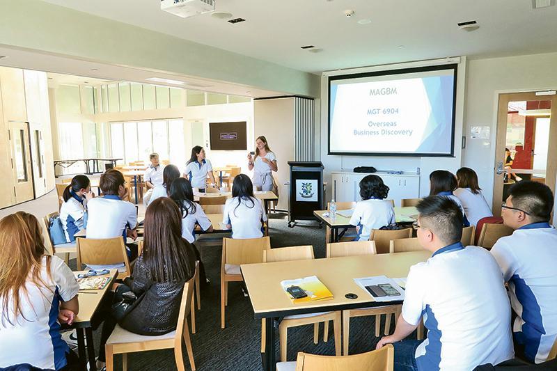 課程錄取的學生來自世界各地,加上國際化的教學團隊,學員不僅能夠學習各國所長,而多元文化也成為其環球企業管理的實戰場。