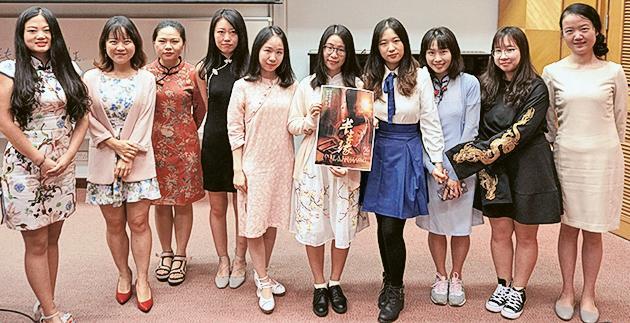 袁語霞與「文學與電影」組員參與短片放映會。