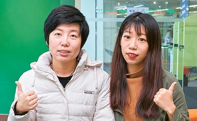 「國際漢語教學文學碩士課程」學生申正楠 (左) 及曲可悅 (右)