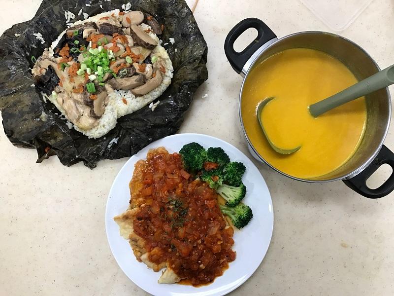 長者日常飲食要注意營養和進食方式。圖為課程曾邀請社福機構的廚師示範長者餐單:南瓜濃湯、荷葉冬菇雲耳蒸雞飯和意式茄蓉鱸魚柳。