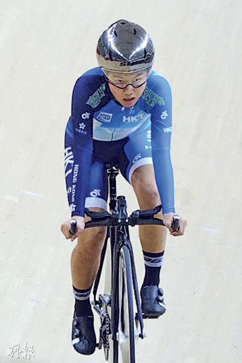 梁悅去年加入港隊青訓,更於今年1月嘅亞洲場地單車錦標賽奪得青年組女子團體追逐賽亞軍。(受訪者提供)