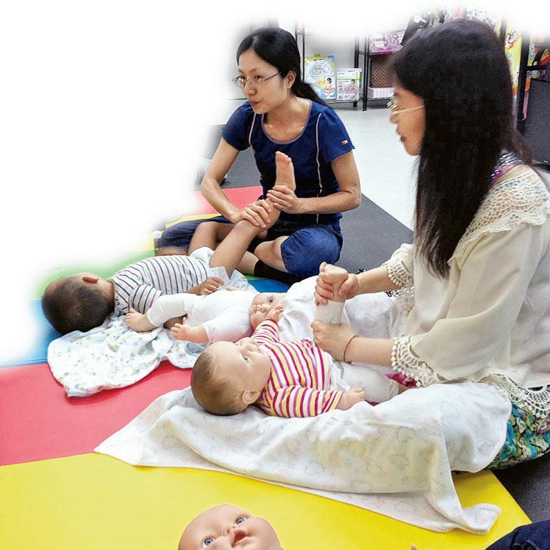 嬰兒按摩可令寶寶增加胃泌素及胰島素的釋放,加強消化和吸收功能、紓緩肚風和肚痛,有助身體肌能發展。「CIMIR嬰兒按摩導師證書」課程着重將臨研究的成果及實用親子按摩技巧相結合,讓學員明白嬰兒按摩的不同研究理論及教學技巧。
