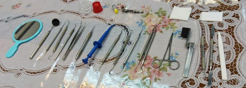牙科手術助理員要協助醫生為病人進行檢查及手術,他們要認識各種牙科治療的工具。(圖由嶺南大學持續進修學院提供)