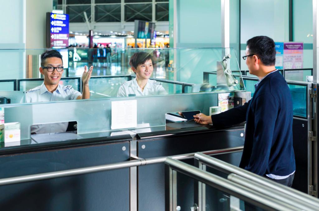 部分紀律部隊包括入境事務處增聘人手。(相片由入境事務處提供)