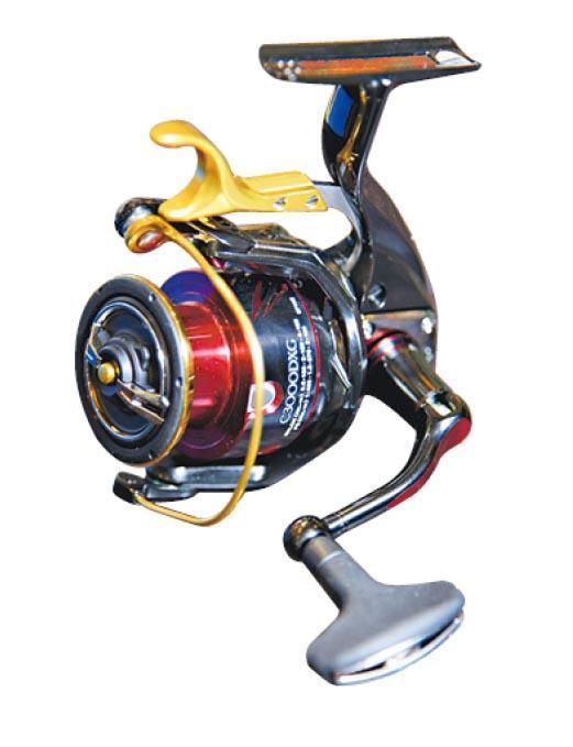 魚線輪﹕這款Shimano磯釣專用魚線輪可用把手控制魚絲收放,約售2000元。(黃志東攝)