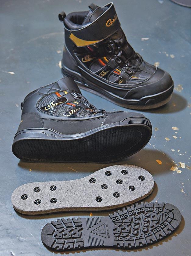 這款鞋底部使用防跣質料及有鐵釘,可更換普通「行街」鞋底 (圖下),約售2000元。(黃志東攝)