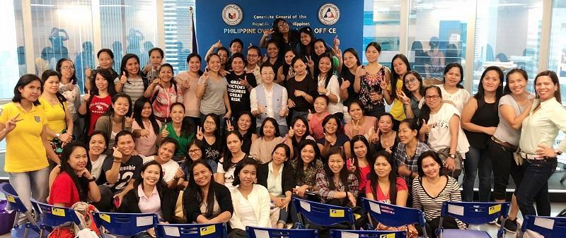 崔志文為菲籍傭工提供腦退化症訓練。
