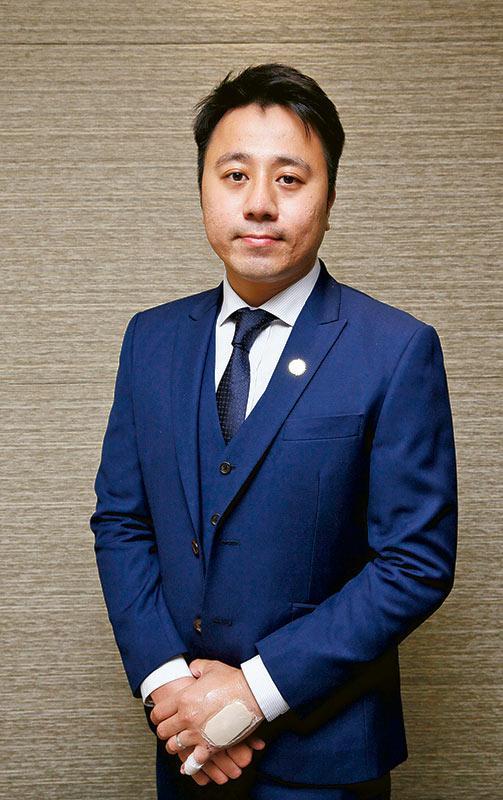 財務策劃經理鄭偉傑(Mo)