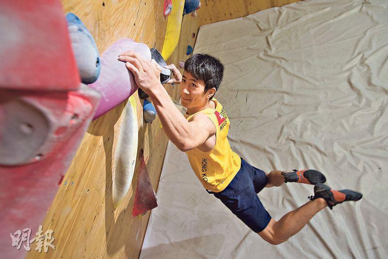 陳翔志攀石時甚為專注,他現時於抱石、難度賽及速度賽均在港排名第一。(鄧宗弘攝)